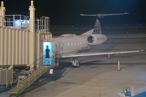 6am flight back to Houston. Another ERJ-145 N13969.